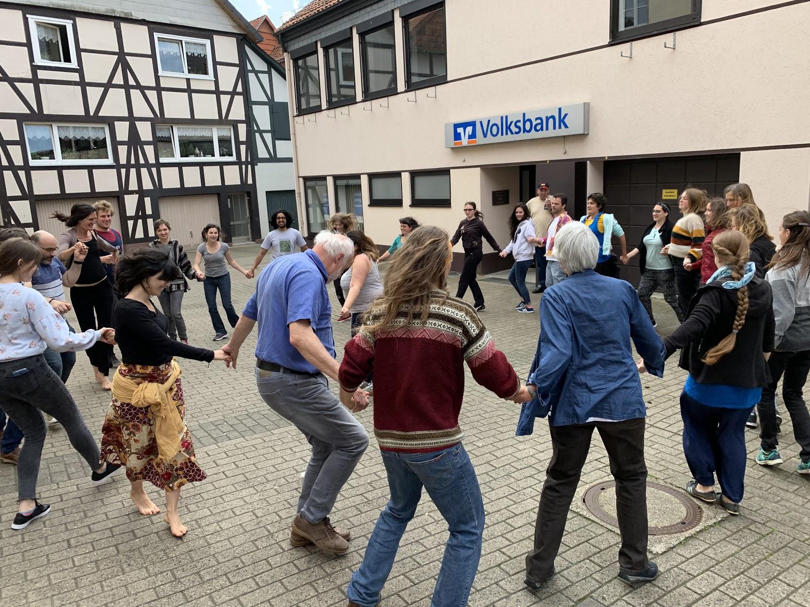 Tanzen in der Innenstadt.